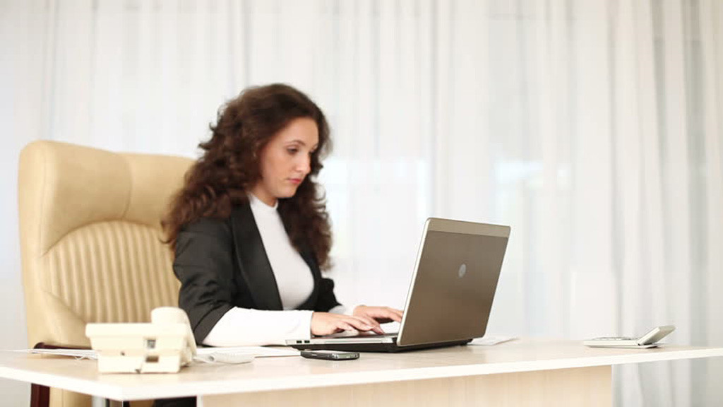 Các yếu tố ảnh hưởng đến sức khỏe của nhân viên văn phòng